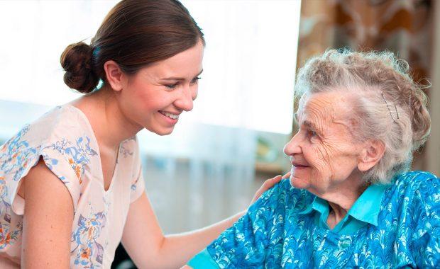 Cuidado de personas mayores en régimen interno